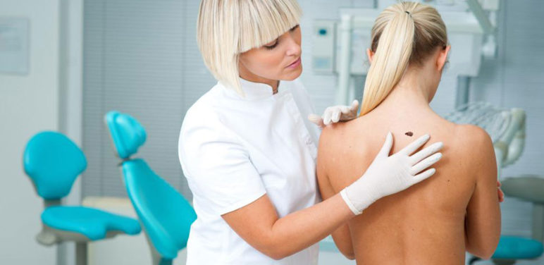 Here are a few common causes and symptoms of melanoma