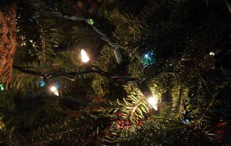 Tips for safely installing outdoor Christmas lights