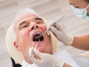 4 reasons why you should go to dental clinics