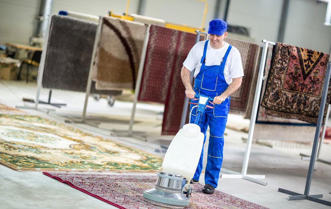 Pros and cons of carpet cleaning services available today