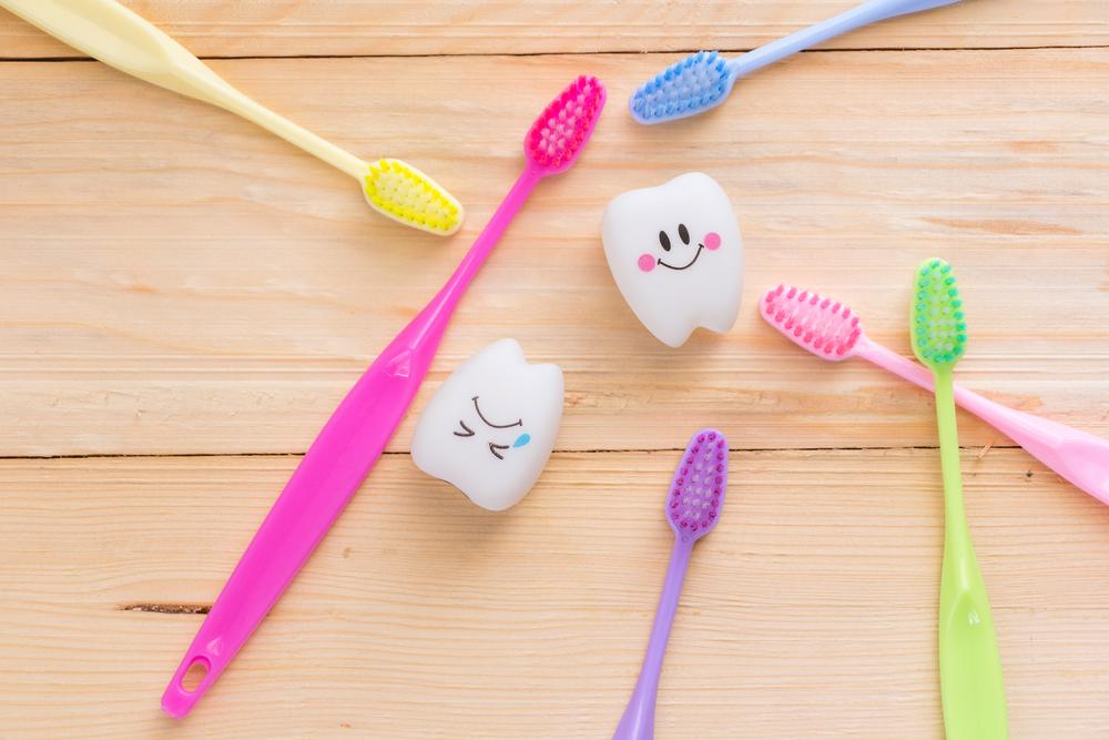 how to choose the right toothbrush for whiter teeth